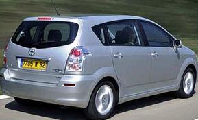 фото: батарейка Toyota Corolla Verso
